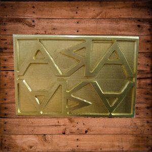 timbro manuale in ottone utilizzato su legno